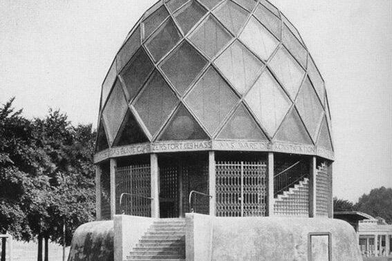 1Taut_Glass_Pavilion_exterior_1914